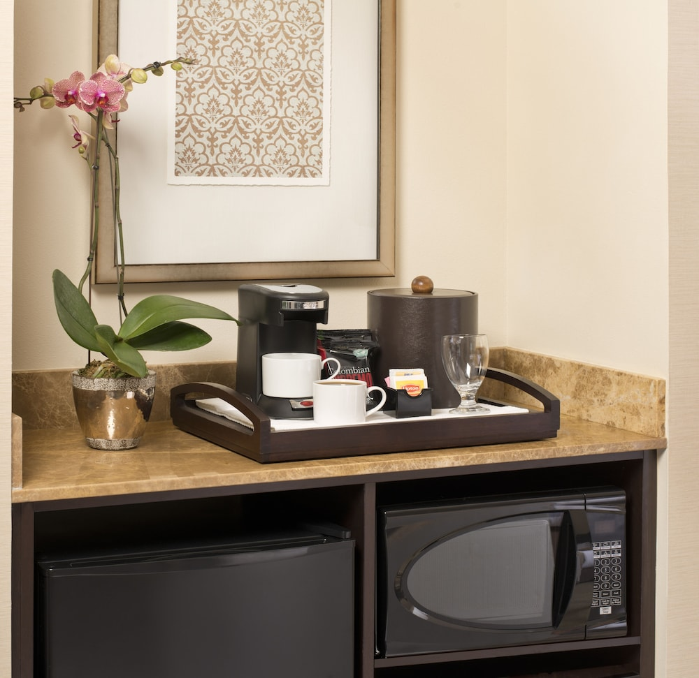 Private Kitchenette, Ayres Hotel Fountain Valley/Huntington Beach