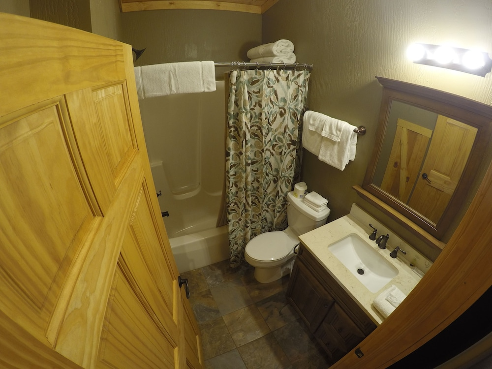 Bathroom, The Lodges at Sunset Village