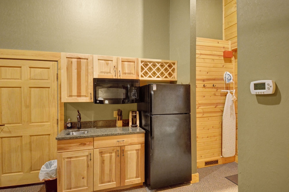 Private Kitchenette, The Lodges at Sunset Village