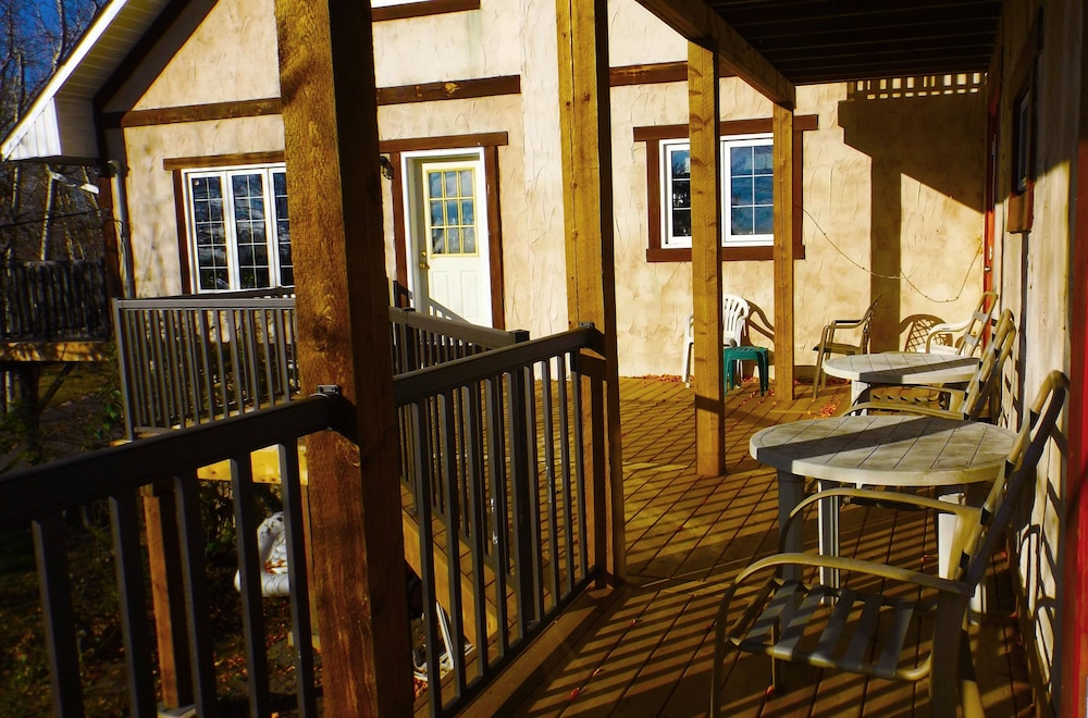 Terrace/Patio, Timberland Inn
