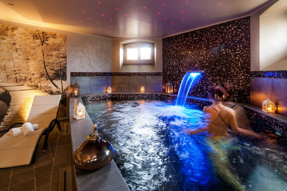 Indoor Spa Tub, Villa Sylva & Spa