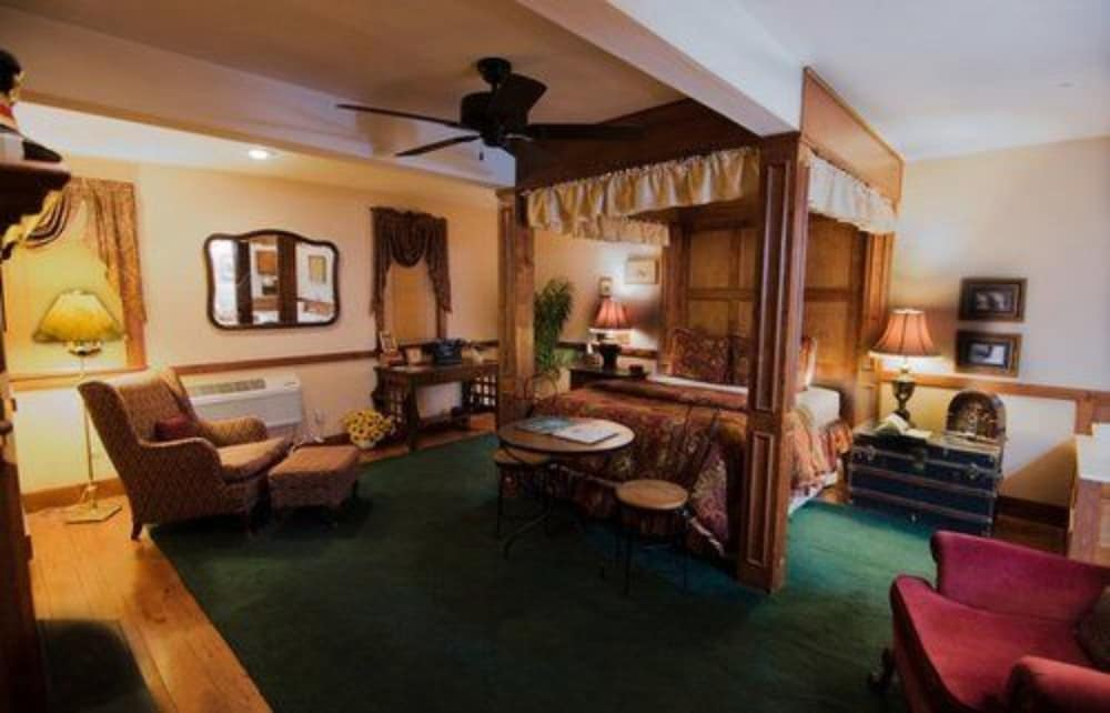 Room, Walnut Street Inn