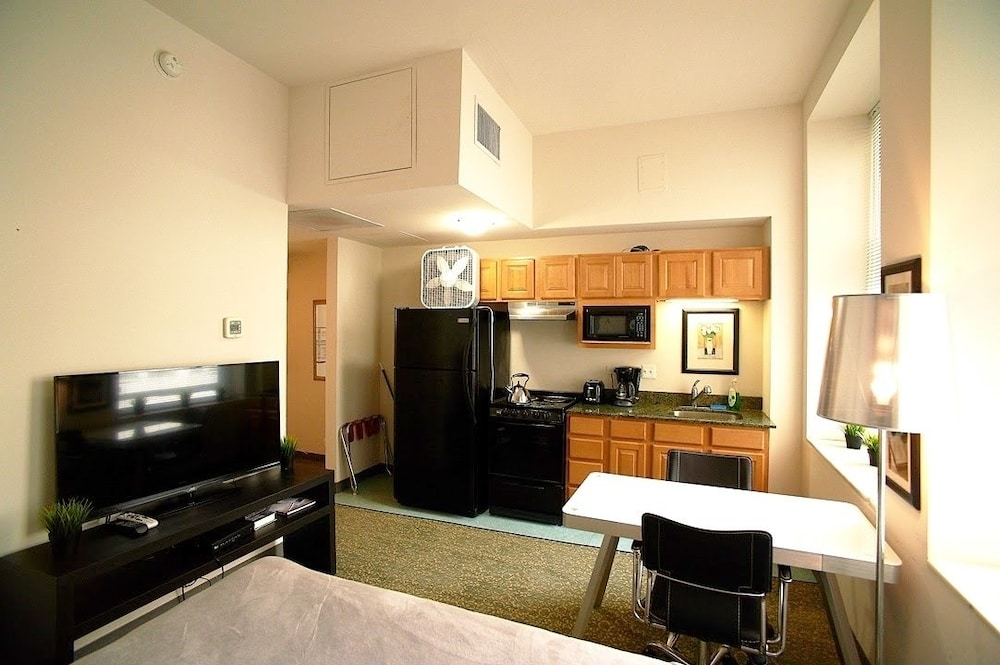 Private Kitchen, Pittsfield Apartments + Suites