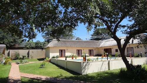 Mandebele Lodge