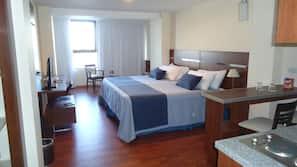 Minibar, caja fuerte, cortinas opacas y camas supletorias (de pago)