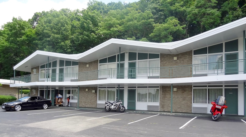 Colony house motor lodge 2017 room prices deals for Colony house motor lodge