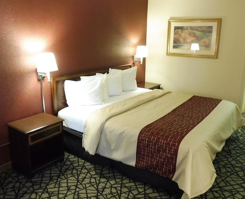 Check Expedia for Availability of Red Roof Inn Fredericksburg South