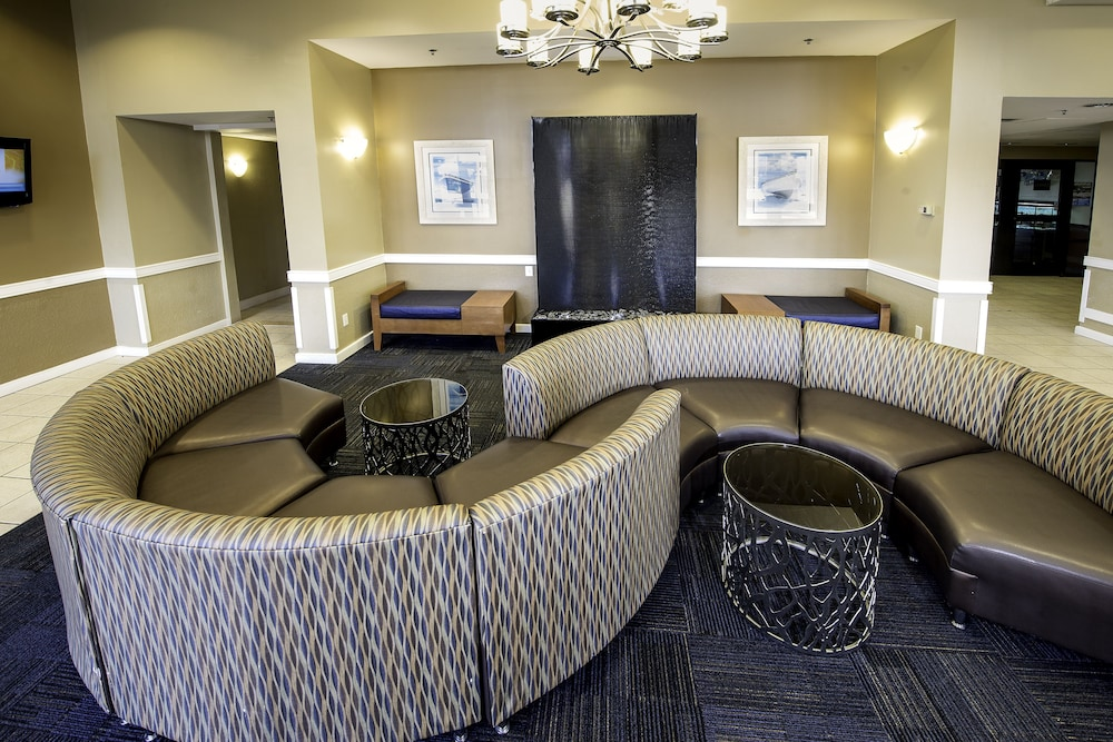 Lobby Sitting Area, Ramada Plaza by Wyndham Virginia Beach