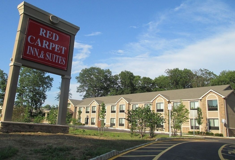 Front of Property, Red Carpet Inn And Suites Monmouth Jtc