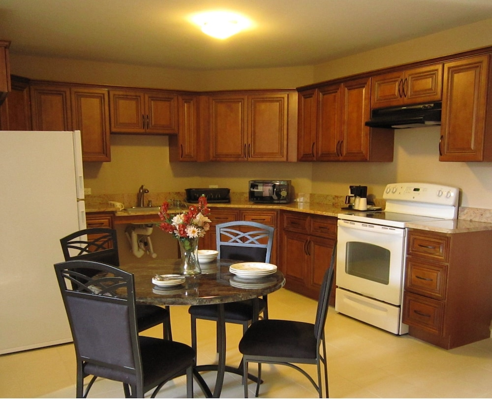 Private Kitchen, Red Carpet Inn And Suites Monmouth Jtc