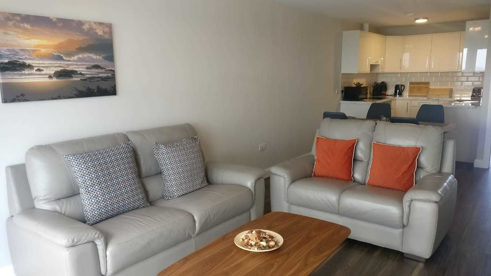 Deluxe Apartment, 2 Bedrooms, Sea View - Featured Image