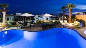 3 piscinas externas, guarda-sóis, espreguiçadeiras