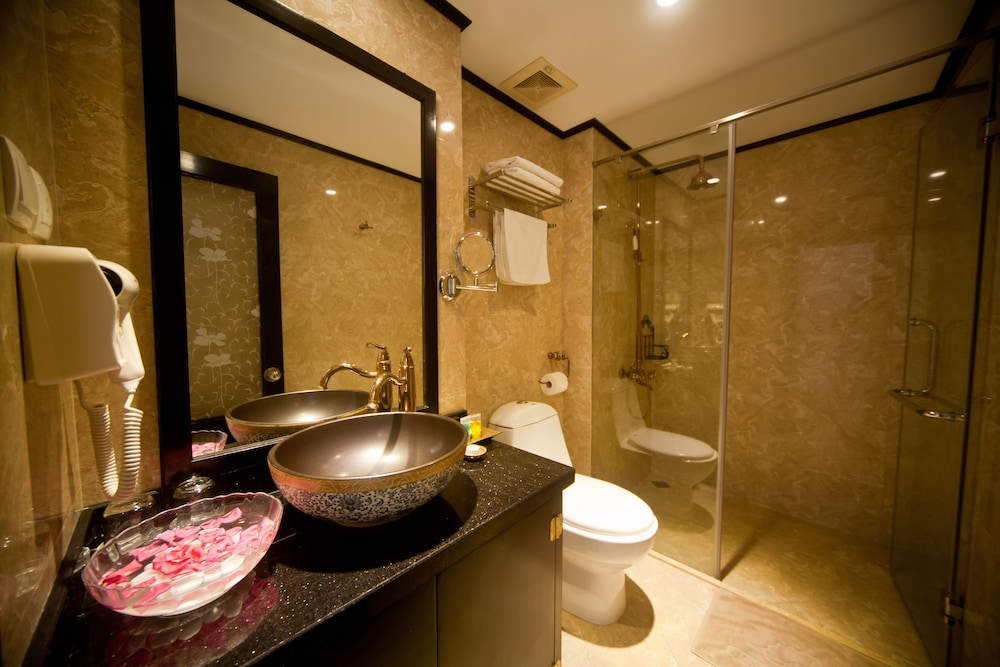 Bathroom, Lavender Central Hotel & Spa
