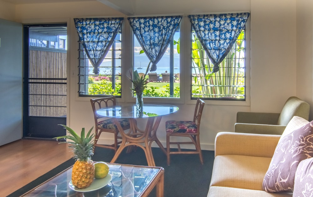 Living Area, MaKai Sunset Inn