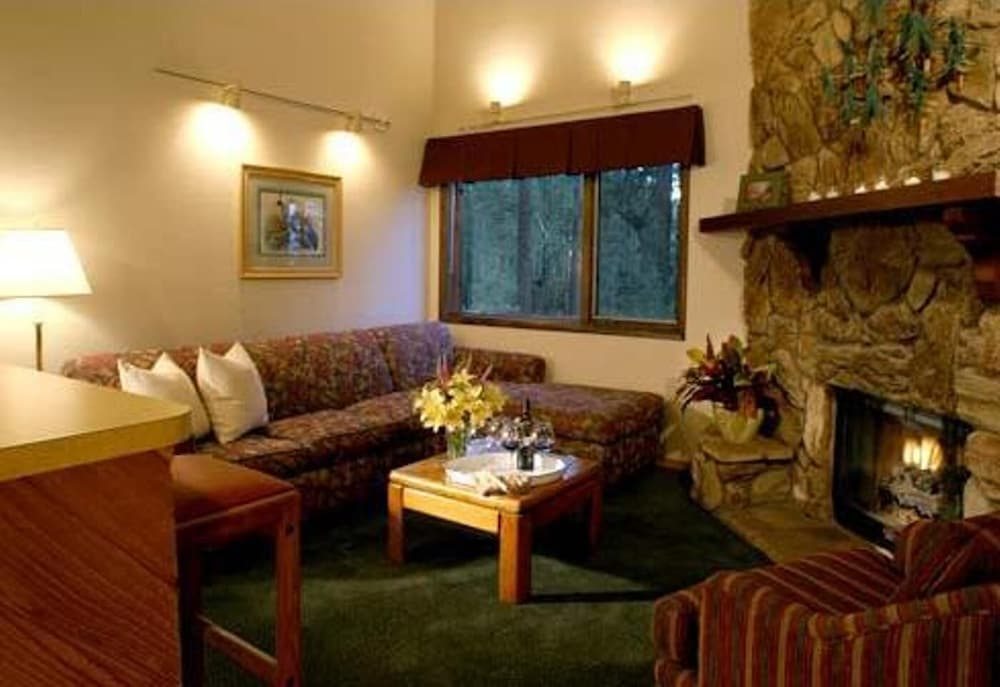 Living Room, Getaways at Snow Lake Lodge