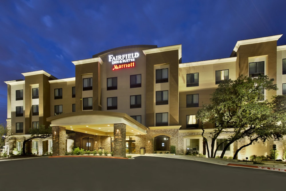 Front of Property - Evening/Night, Fairfield Inn & Suites by Marriott Austin Northwest/Research Blvd