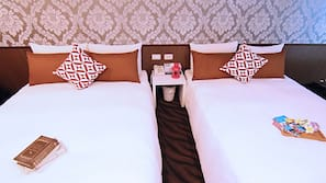 Down duvet, in-room safe, iron/ironing board, free WiFi