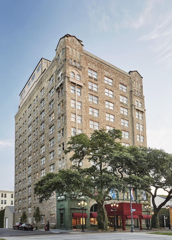 Front of Property, The Pontchartrain Hotel