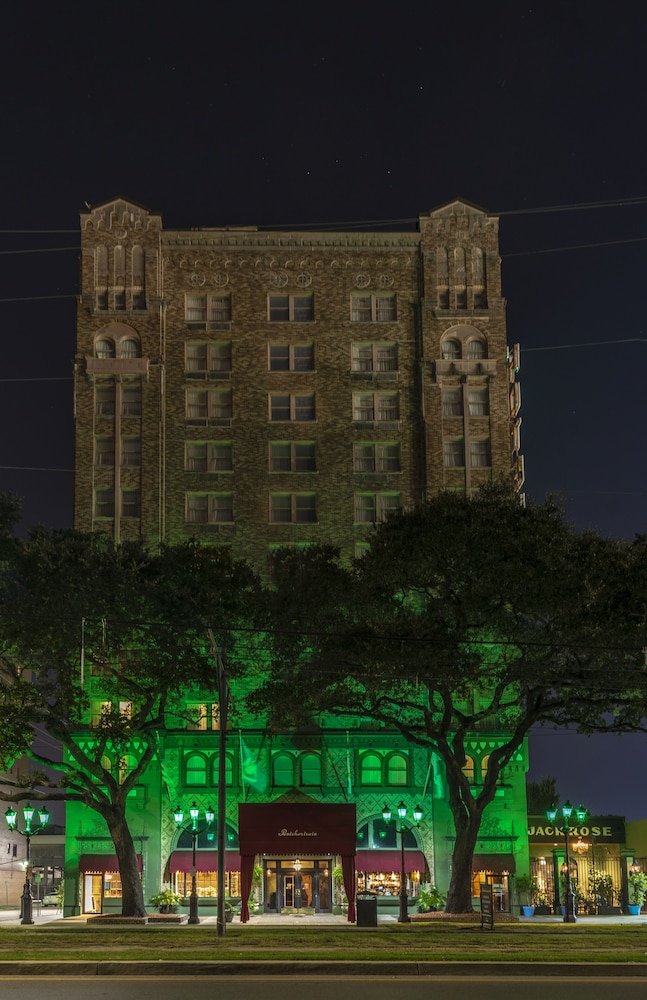 Front of Property - Evening/Night, The Pontchartrain Hotel