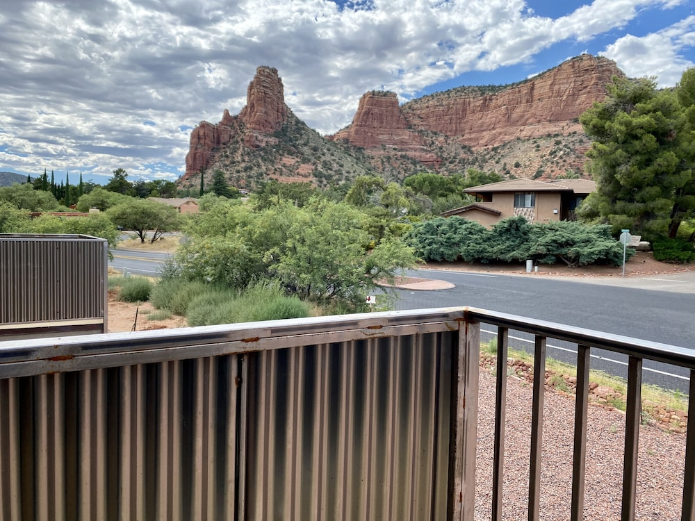 Mountain View, Sedona Village Lodge