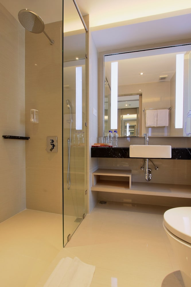 Bathroom Shower, Ohana Hotel Kuta