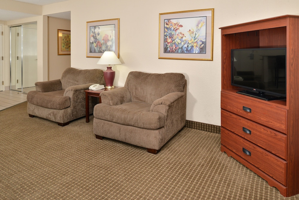 Living Area, Best Western Kelly Inn