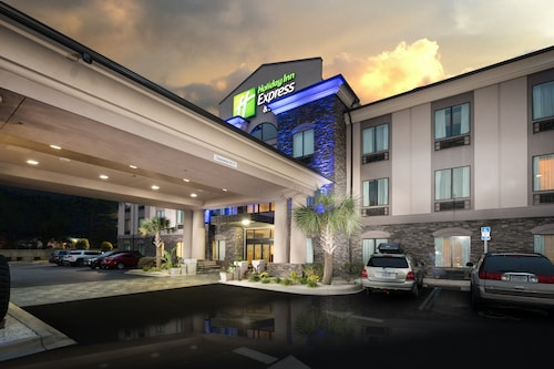 Holiday Inn Express & Suites Fort Walton Beach - Hurlburt Area, an IHG Hotel