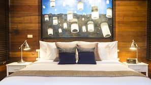 5 間臥室、保險箱、設計每間自成一格、書桌