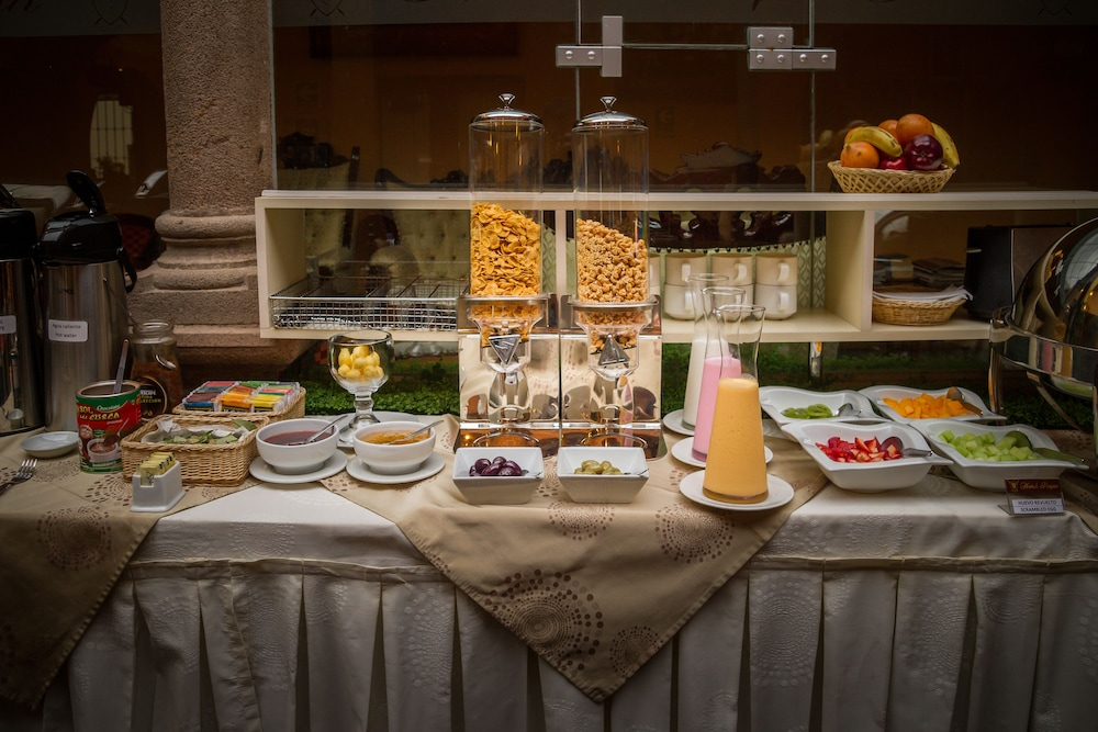 Breakfast buffet, Hotel Rojas Inn