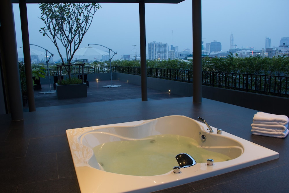 Outdoor Spa Tub,  iSanook Bangkok