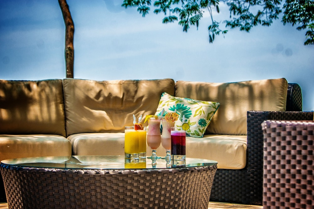 Outdoor Dining, Bolontiku Boutique Hotel