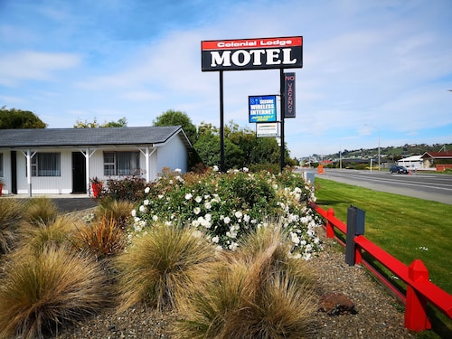 Colonial Lodge Motel