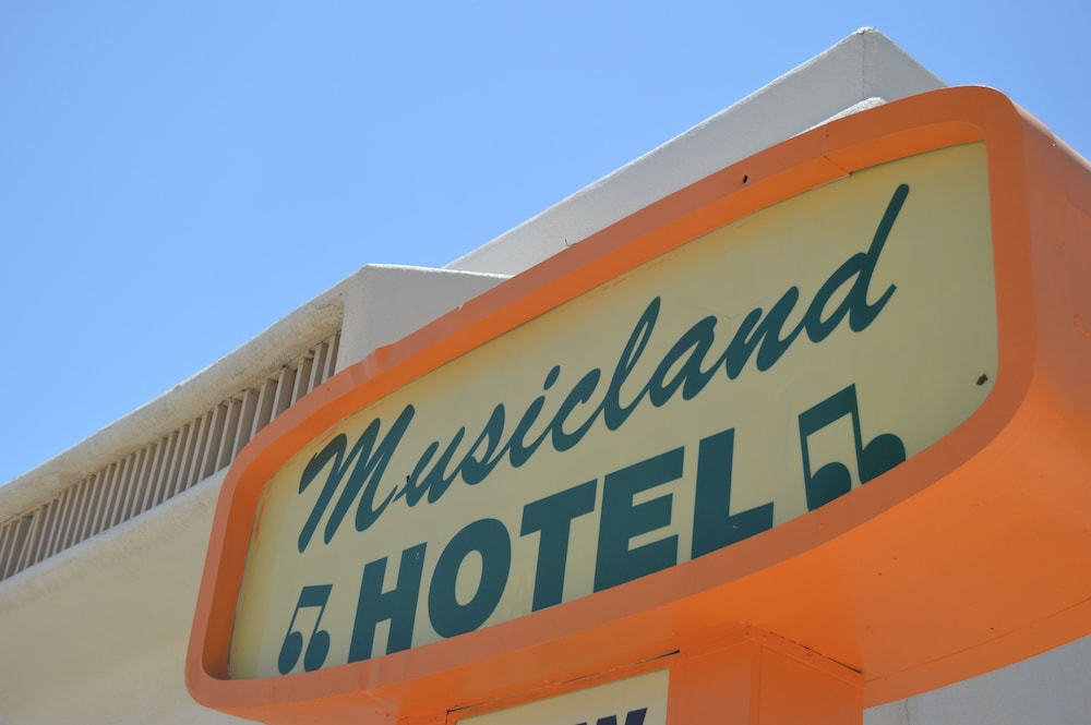 Exterior, Musicland Hotel