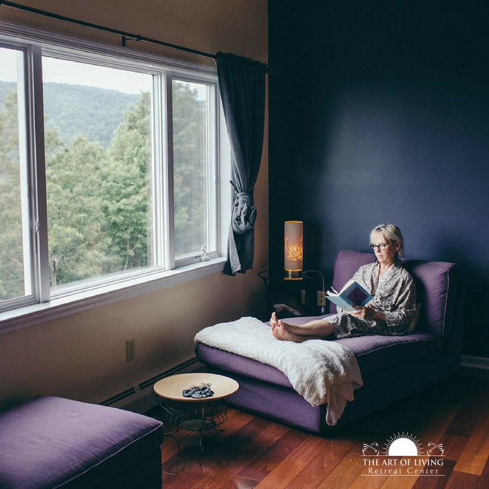 Charmant Art Of Living Retreat Center