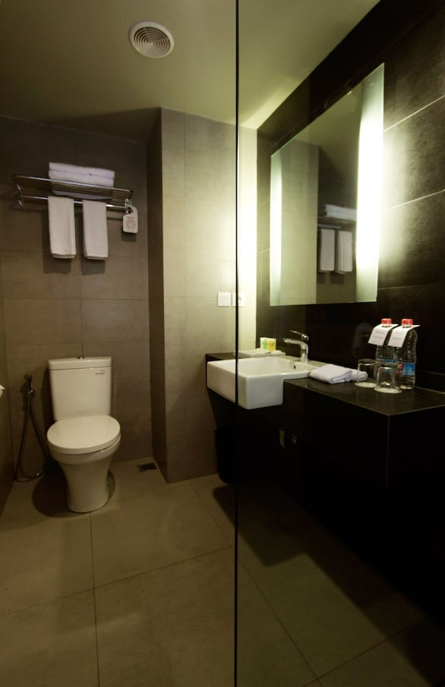 Bathroom, Swiss-Belinn Legian