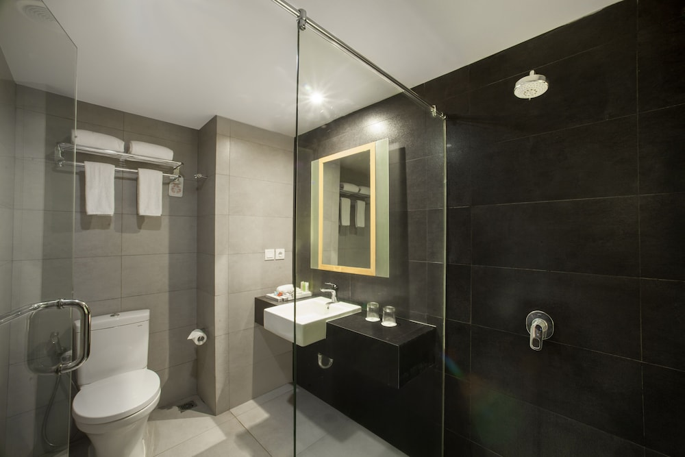 Bathroom Shower, Swiss-Belinn Legian