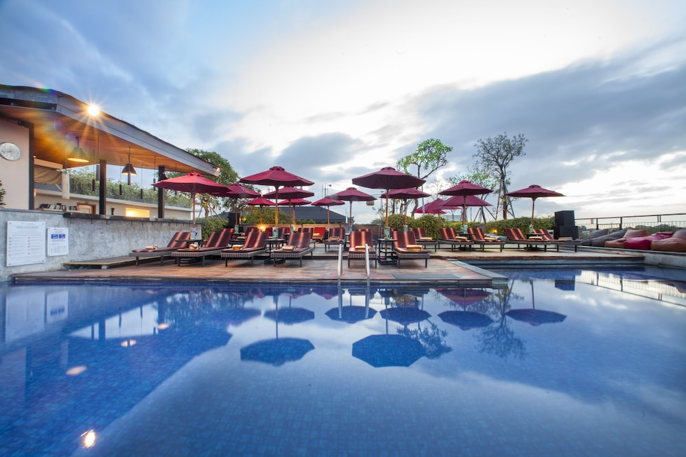Rooftop Pool, Swiss-Belinn Legian