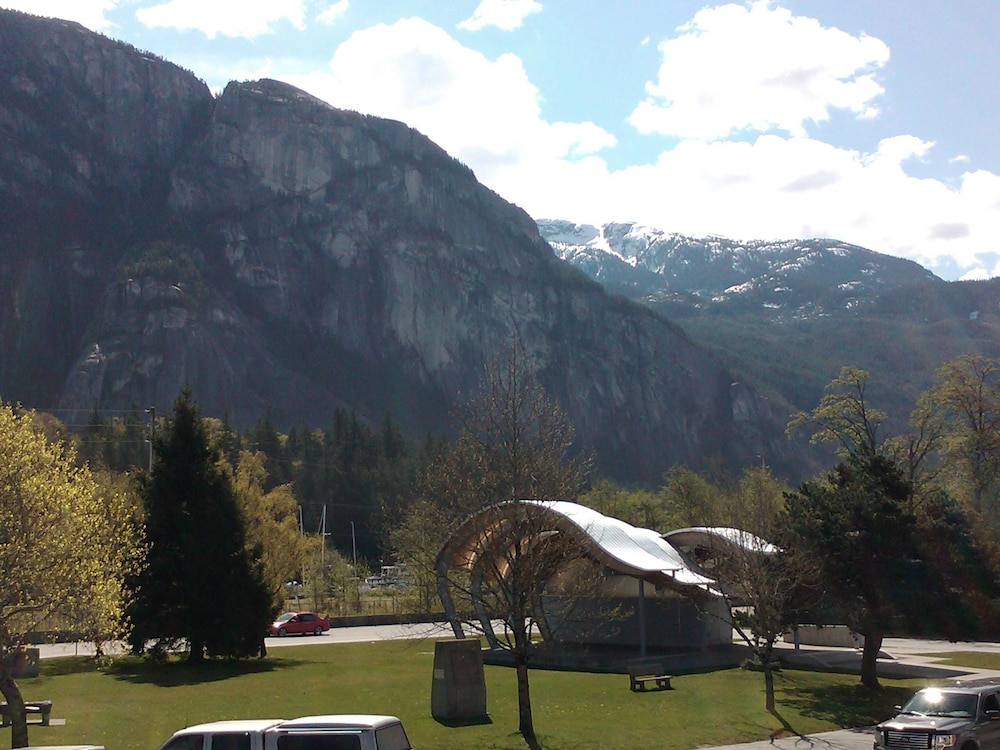August Jack Motor Inn In Squamish Hotel Rates Reviews