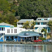 Mangonui Waterfront Apartments Motel