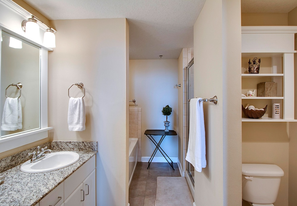 Bathroom, Grand Panama Beach Resort by Emerald View Resorts