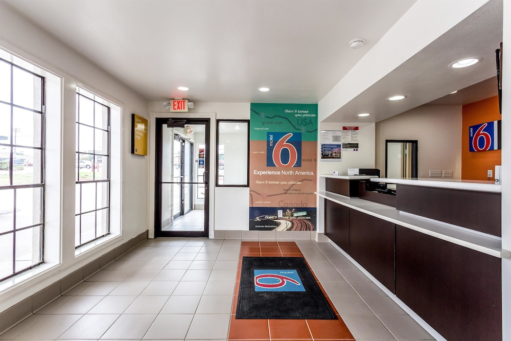 Lobby, Motel 6 Bryan, TX - College Station