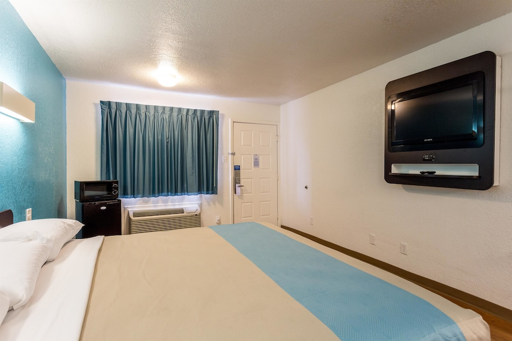 Room, Motel 6 Bryan, TX - College Station