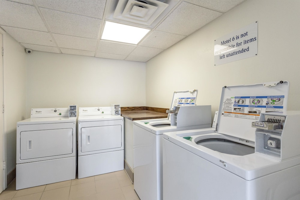 Laundry Room, Motel 6 Bryan, TX - College Station