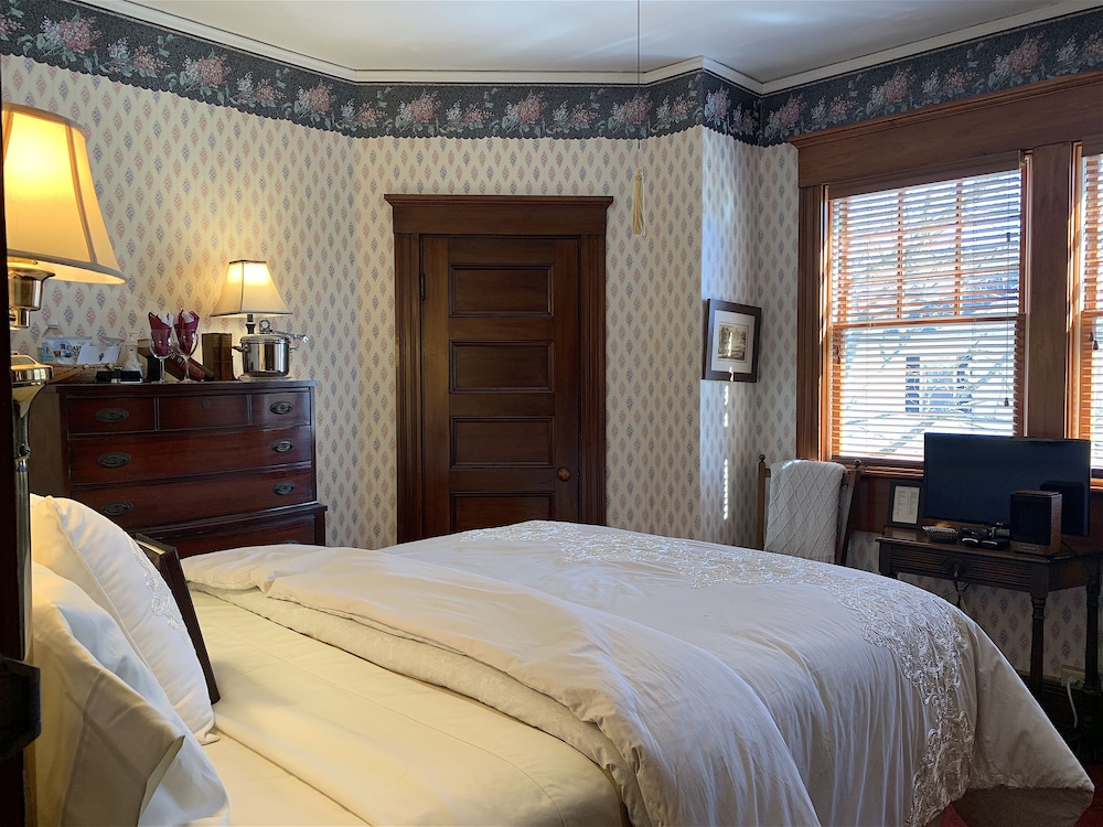 Room, The Palmer House Inn