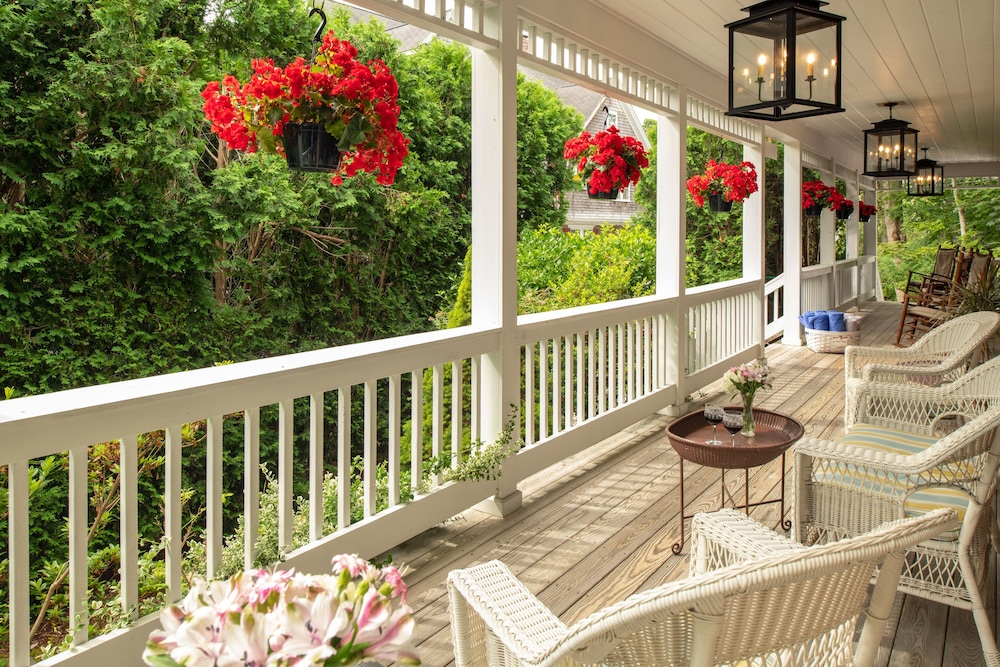 Porch, The Palmer House Inn