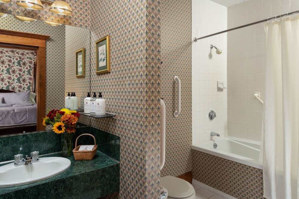 Bathroom, The Palmer House Inn