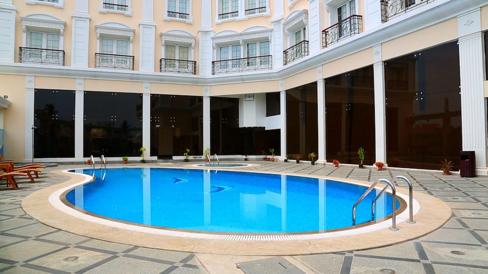 Hotel le royal park in pondicherry hotel rates reviews on orbitz Budget hotels in pondicherry with swimming pool