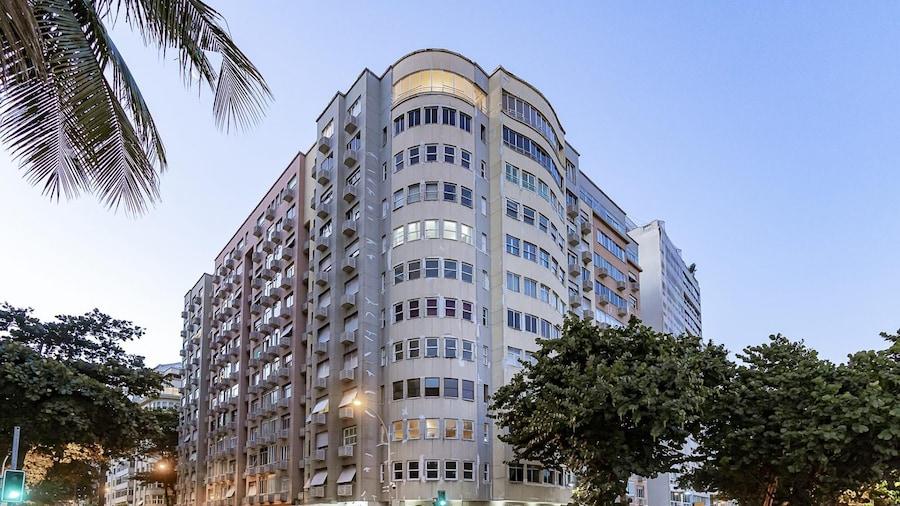Apartamento Amplo e Arejado com Vista Lateral Para a Praia em Copacabana