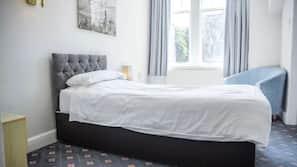 9 bedrooms, iron/ironing board, Internet