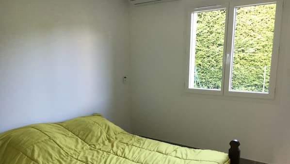 3 bedrooms, iron/ironing board, cots/infant beds, Internet